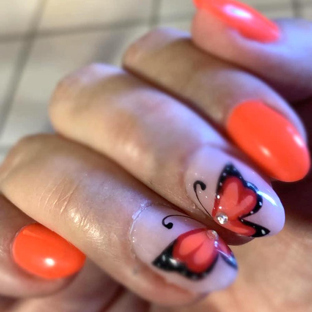 unghie_decorate_farfalla_vivid_estetica_san_marino